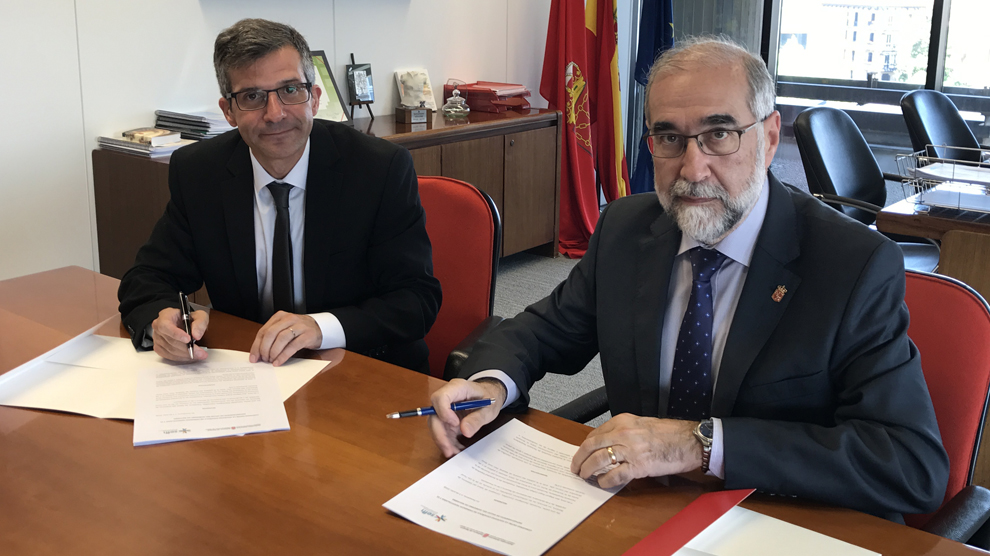 Miguel Ángel Calleja (Presidente de la SEFH), Fernando Domínguez (Consejero de Salud del Gobierno de Navarra).