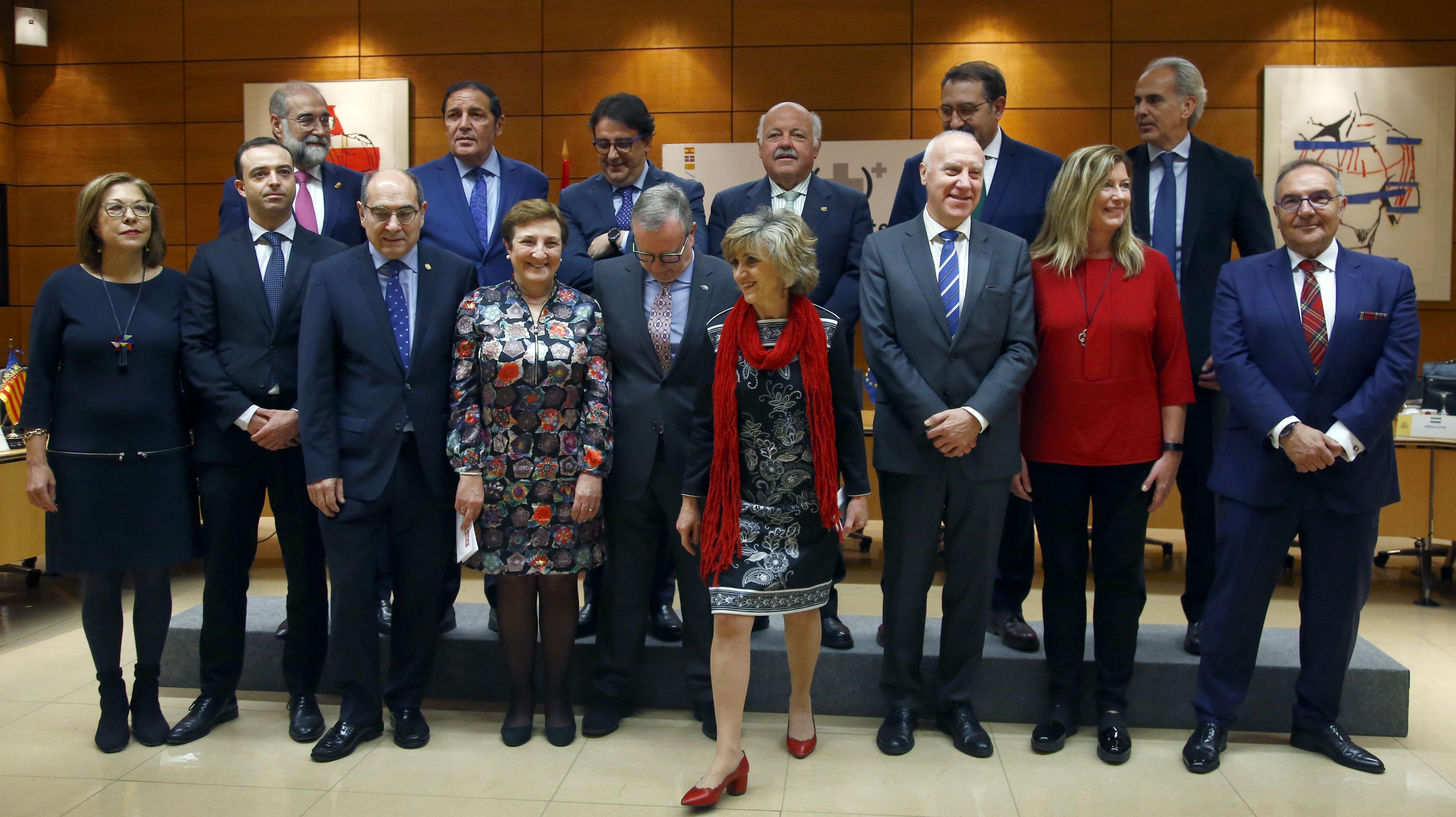 Foto de familia del Consejo Interritorial, con la ministra y los consejeros autonómicos antes de empezar la reunión.