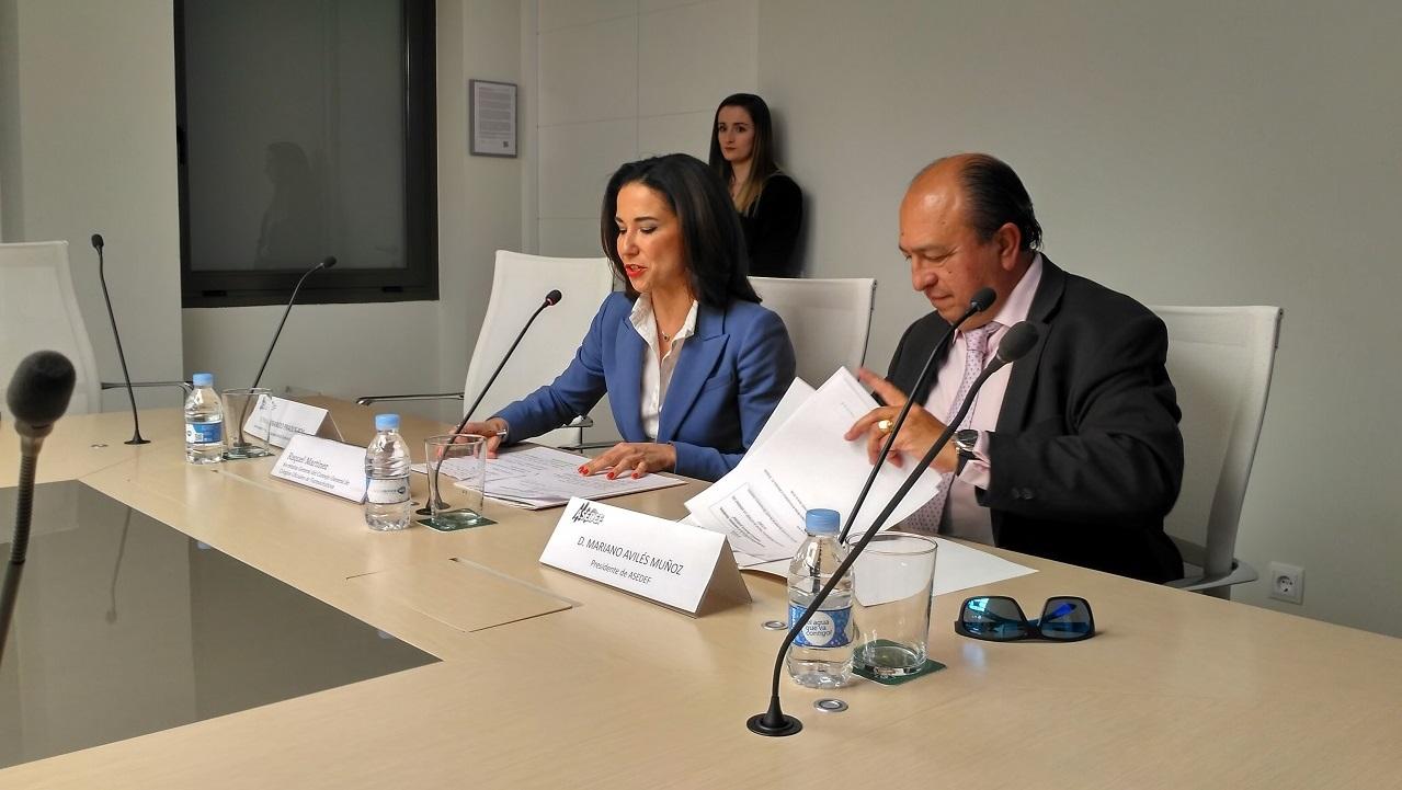 Raquel Martínez y Mariano Avilés durante la presentación del debate.