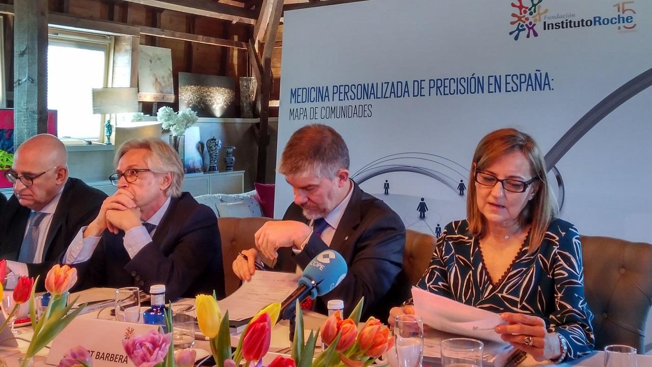 Federico Plaza, Guillermo Antiñolo, Albert Barberá y Consuelo Martín de Dios, este miércoles en la presentación del info0rme autonómico sobre medicina de precisión del Instituto Roche.