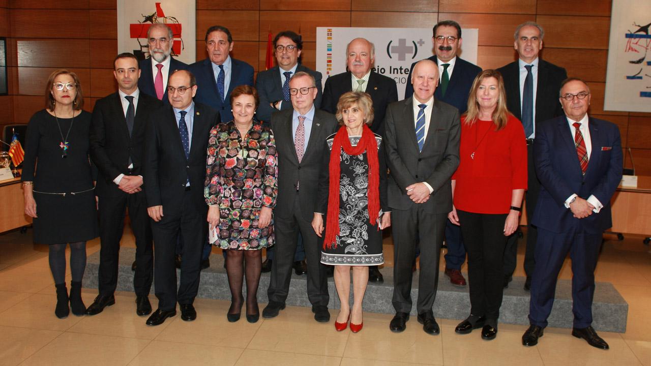 Fotografía de familia de la ministra de Sanidad y consejeros autonómicos durante la reunión del Consejo Interterritorial del SNS celebrado este lunes.