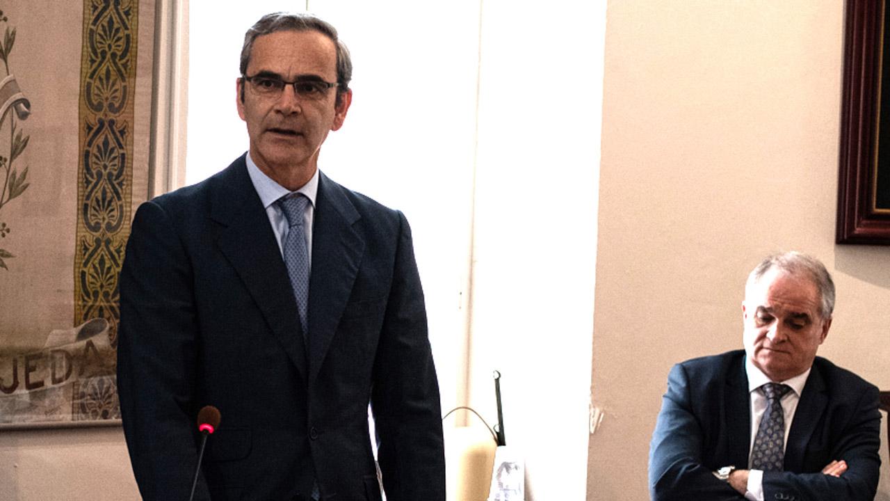 Ernesto Cervilla, presidente del COF de Cádiz, durante el acto de toma de posesión.