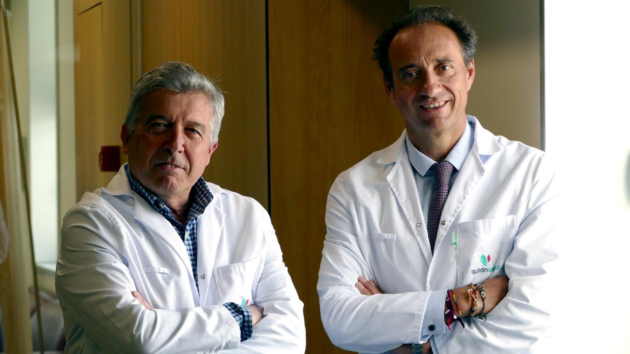 Juan Pareja, responsable de la Unidad de Cefaleas, y Rafael Arroyo, jefe del servicio de Neurología, ambos del Hospital Universitario Quirónsalud Madrid.
