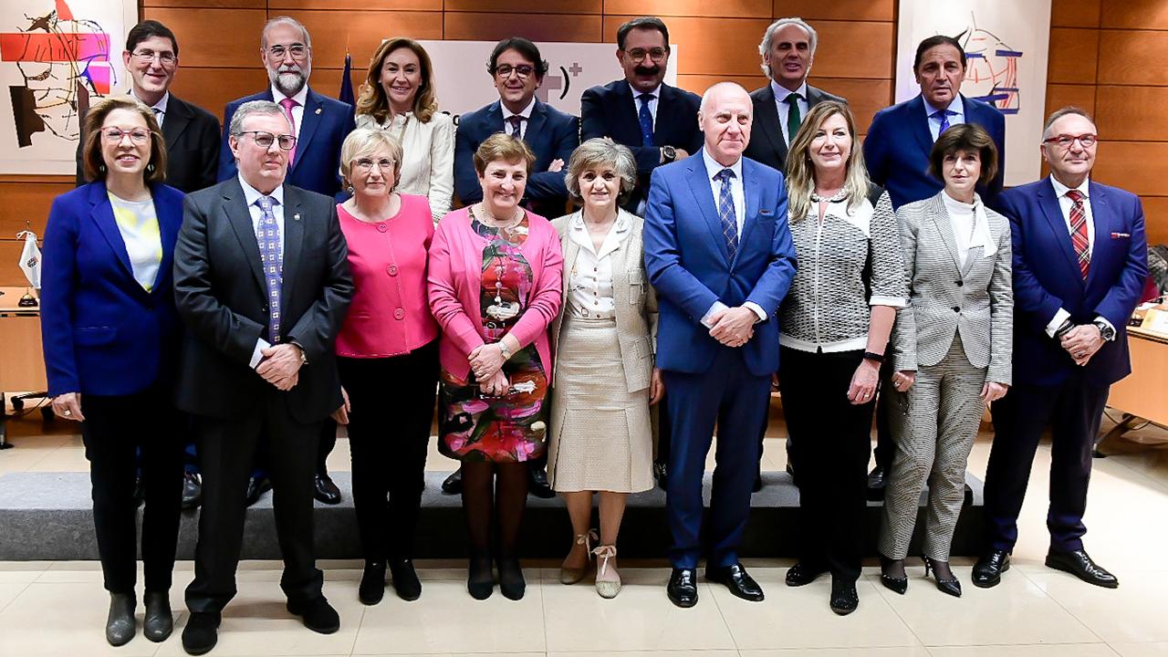 Foto de familia de los representantes del Ministerio de Sanidad y de las consejerías de Sanidad autonómicas durante la reunión del Consejo Interterritorial.