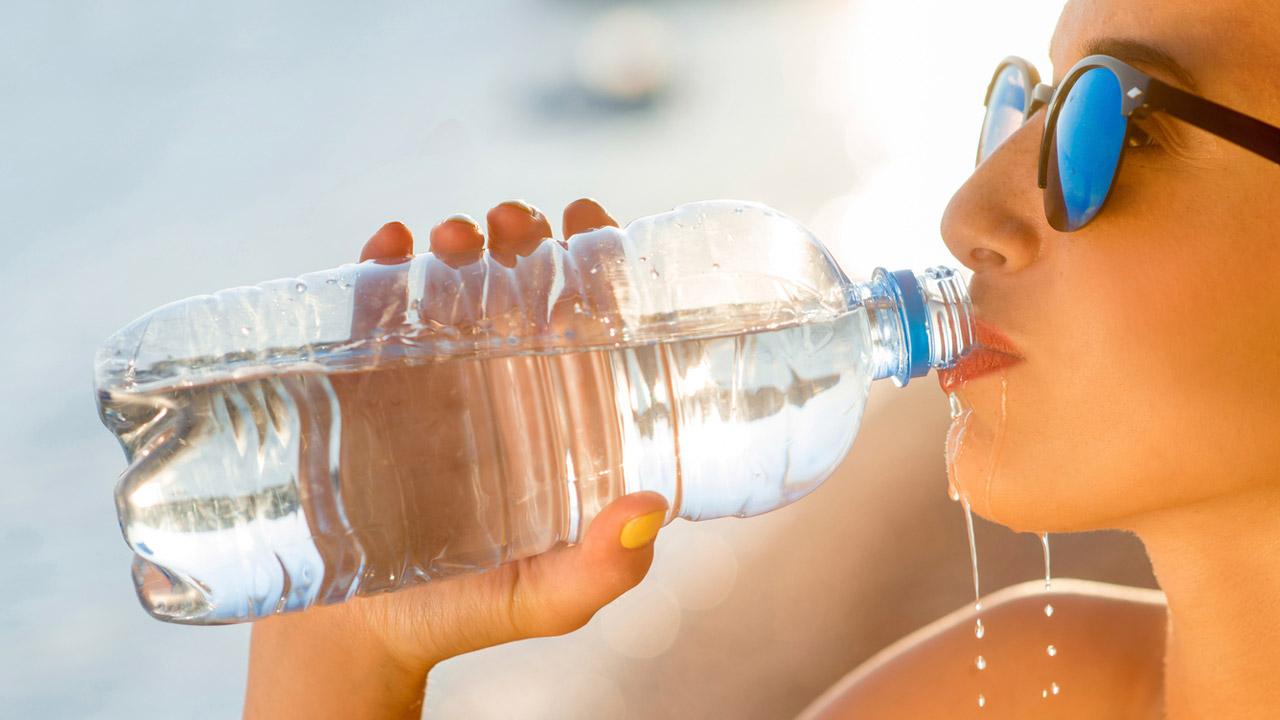 El calor y la humedad pueden provocar agotamiento, deshidratación o un golpe de calor.